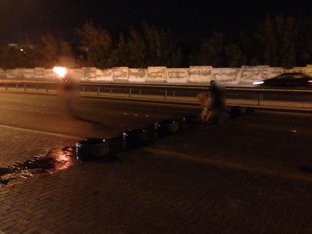 ثوّار البحرين يقطعون شارع «خطّ النار» المؤدي للعاصمة المنامة