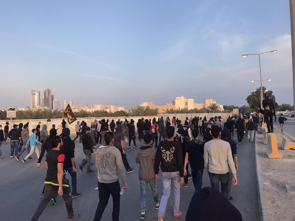 زحف جماهيري كبير نحو ميدان الشهداء في «العاصمة المنامة»
