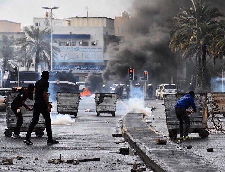 الثوّار يشدّدون قبضتهم على الشوارع العامة في ذكرى الثورة