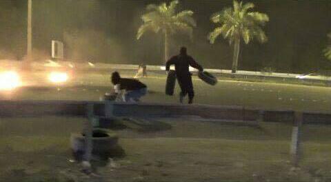 «ثوّار البحرين» يقطعون شارع 14 فبراير المؤدي نحو «المنامة»