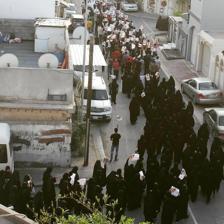 المئات يتظاهرون في منطقة كرباباد غضبًا لأجل «شهيد الفداء»