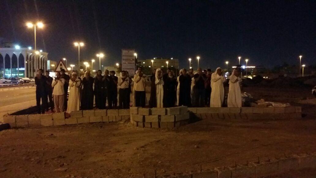 «ثورة المحراب» تتواصل..إقامة الصلاة في «مساجد البحرين» المهدّمة