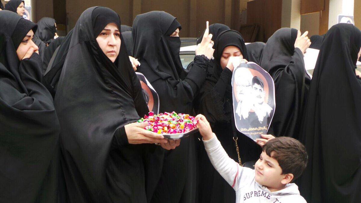 والدة «شهيد الفداء» مصطفى حمدان توزّع الحلوى في زفافه