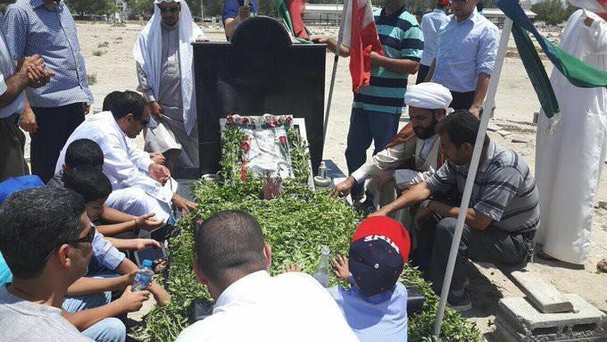 الوفود الشعبيّة تواصل زياراتها لرياض الشهداء في ثاني أيام عيد الفطر