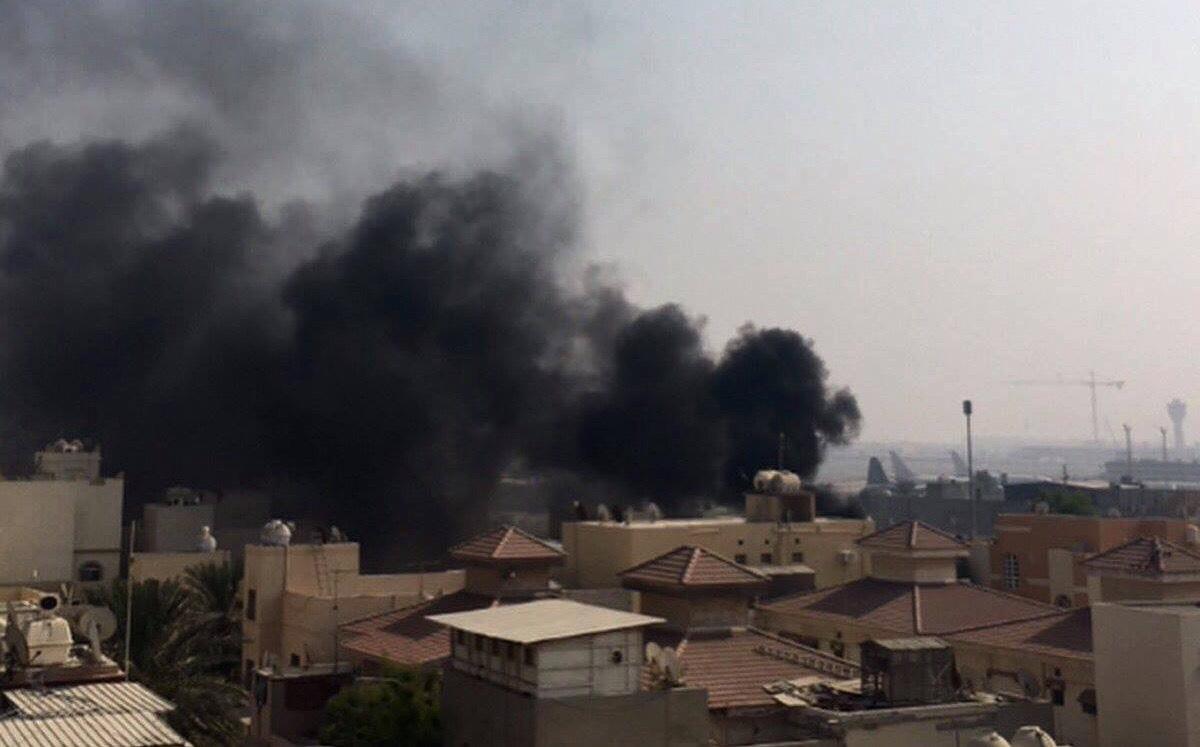 تضامنًا مع المعتقلين السياسيين..الدخان يخيّم على السماء خلف مطار البحرين الدوليّ