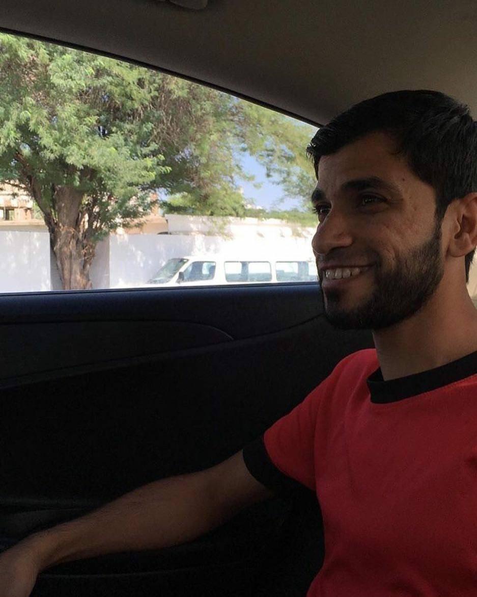 الشاب حسين حمزة يعانق الحريّة..والقيود تتكسّر