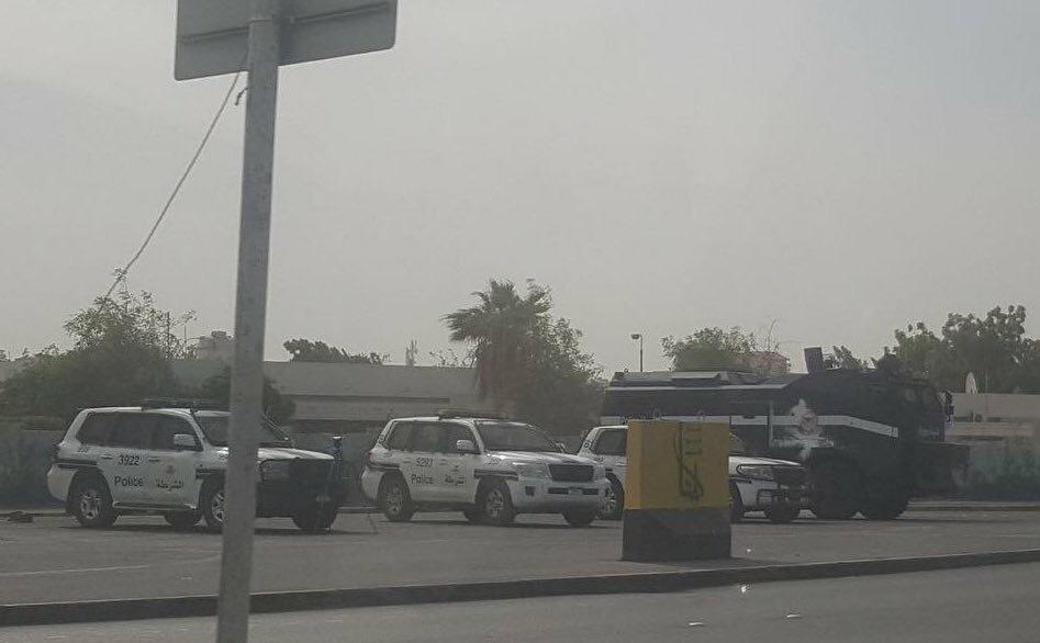 الكيان الخليفيّ يواصل منع إقامة أكبر صلاة جمعة في البحرين..ووقفة غاضبة أمام الجامع