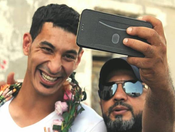 الشاب سلمان ملا حسن يُعانق الحريّة بعد خمس سنوات من الصمود في السجن