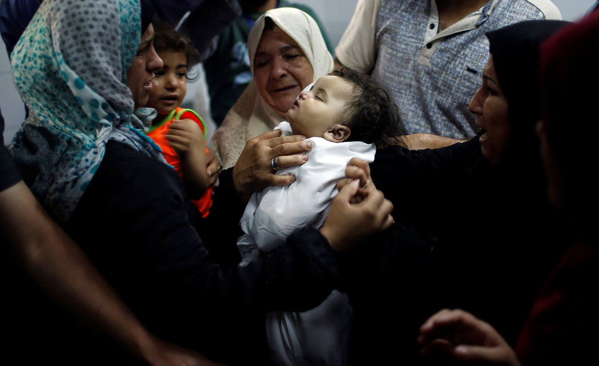 بالصور… ليلى الغندور الرضيعة الشهيدة على تخوم الوطن السليب