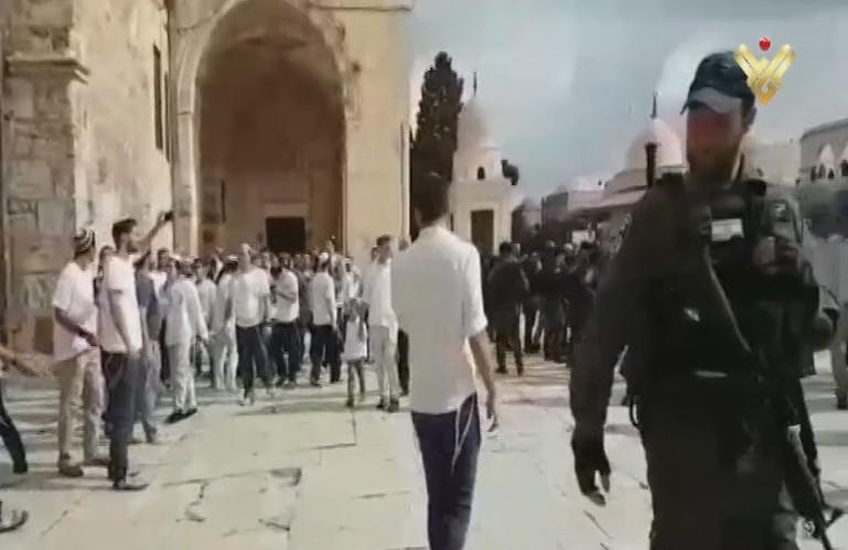 عشرات المستوطنين الصهاينة اقتحموا صباح اليوم باحات المسجد الأقصى