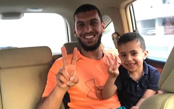 الشاب البطل مجيد حسن الماجد يعانق الحريّة