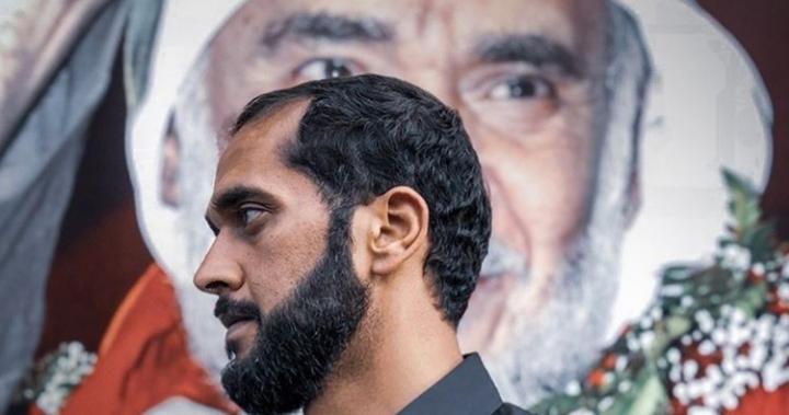 الناشط «علي مشيمع» يوقف إضرابه عن الطعام ويستمرّ بالاعتصام
