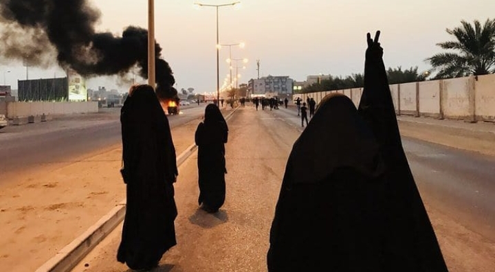 Women of revolution take part in a march towards «Martyrs Square»