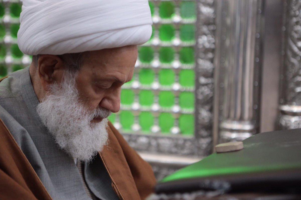 الفقيه القائد قاسم زائرًا ضريح الإمام الخمينيّ (قده): شخص أدار التاريخ