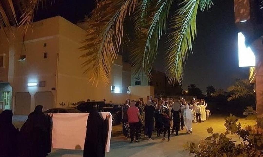 أهالي «أبو صيبع والشاخورة» يتظاهرون وفاء للشهيد القائد «صلاح عباس»